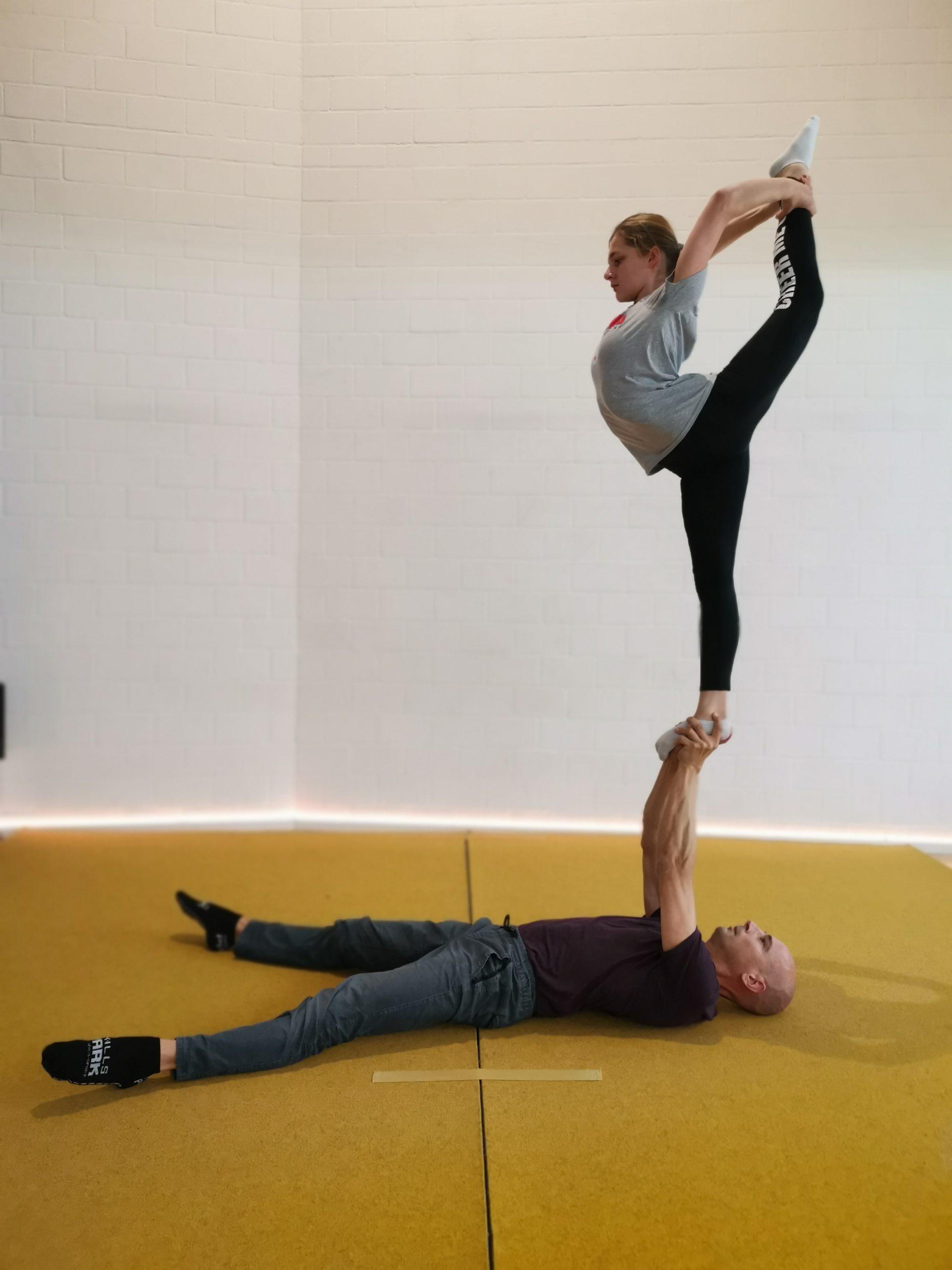 Needle, Partnerakrobatik, Kinderzirkus am Bach, Dietlikon, Zürich